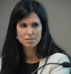 Dr. Lavinia Serrani